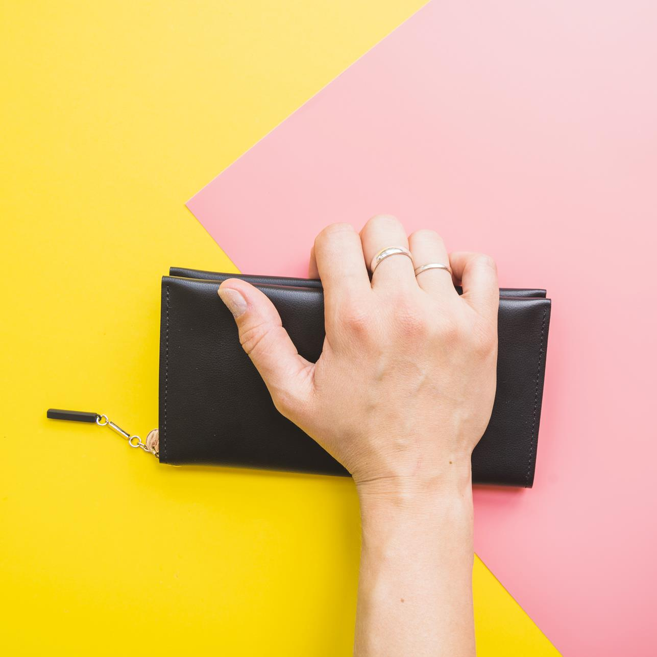 woman-hand-with-clutch-bag (Copy)